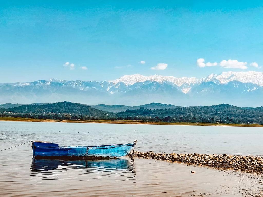 The gorgeous Pong Lake
